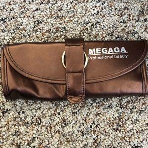 Megaga Beauty Makeup - Makeup Brush Case!